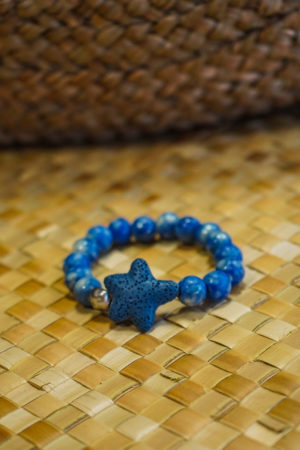 Bracelet bleu en graines avec  Keyshis