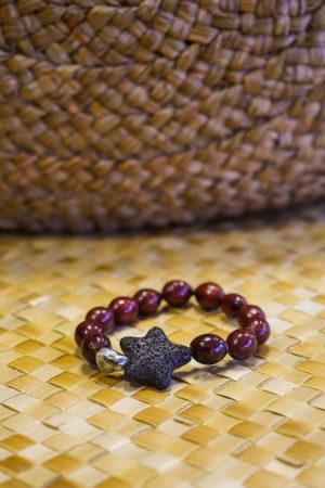 Bracelet marron en graines avec Keyshis