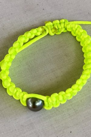 Bracelet Vahine macramé jaune fluo perle de Tahiti