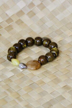 Bracelet vert en graines avec Keyshis